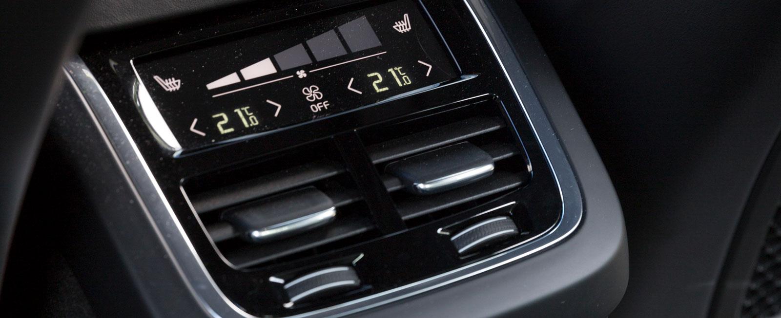 Klimatanläggning bak med två zoner ingår i Volvos klimatpaket för 9900 kr, liksom värme i sittdynan och ett 230 V-uttag.