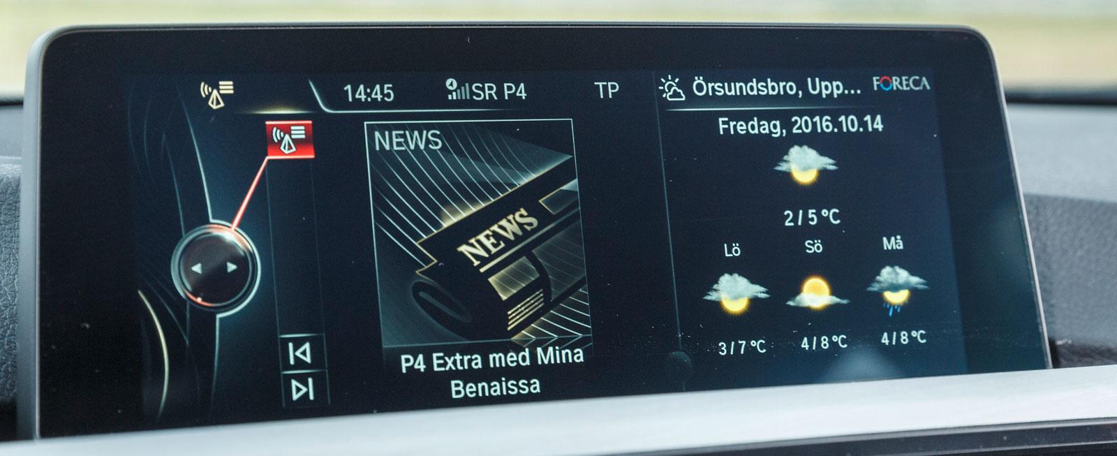 """Omfattande funktionsmeny i BMW, dessutom lätt att navigera med """"iDriveratten"""" mellan stolarna. Mycket tydlig grafik, bland marknadens bästa system."""