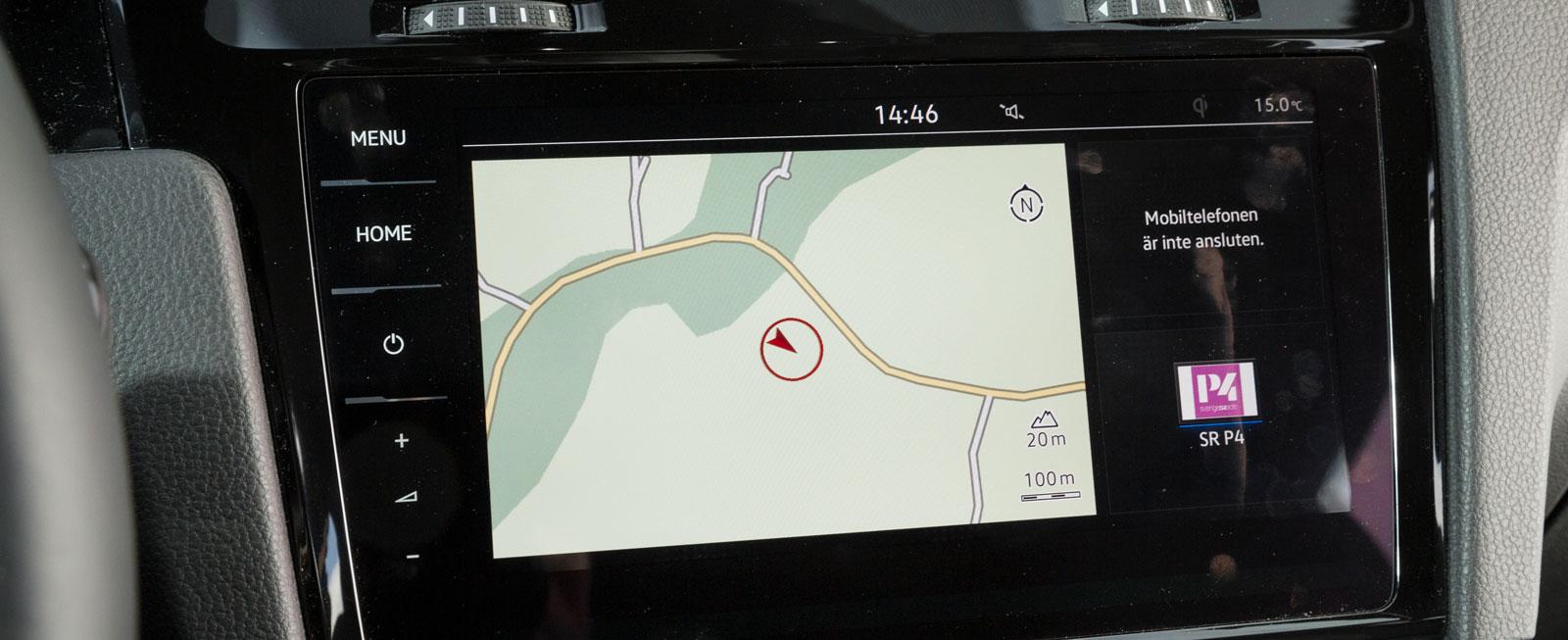 Toppversionen Discover Pro har navigation, 9,2-tum pekskärm och pekknappar. Vi föredrar den enklare 8-tum skärmen med två vred för volym och menyval.