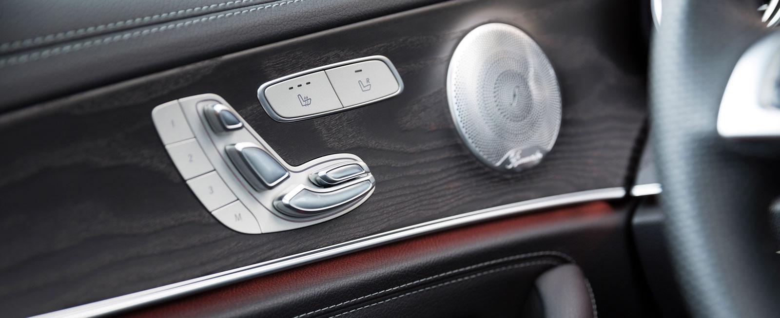 Med små touch-reglage i ratten kan hela mediesystemet styras. Så mycket smidigare kan det inte bli!