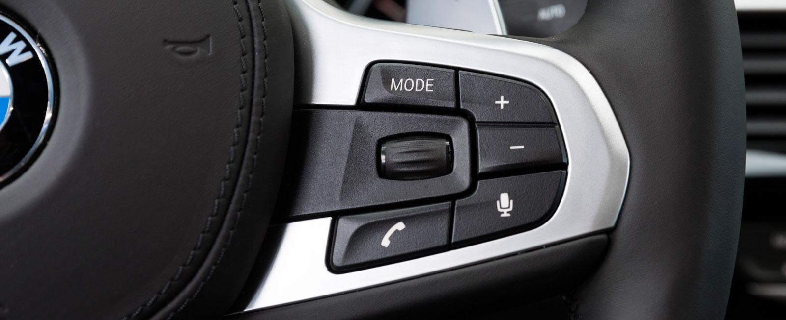 """BMW:s rattreglage är av typen """"rulle""""/knappar. En kombination som fungerar perfekt för att smidigt manövrera i medieanläggningens menyer."""