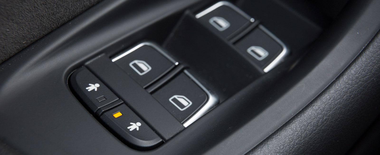Elektriskt barnlås är standard i Audi – finns mot tillägg i Volvo.