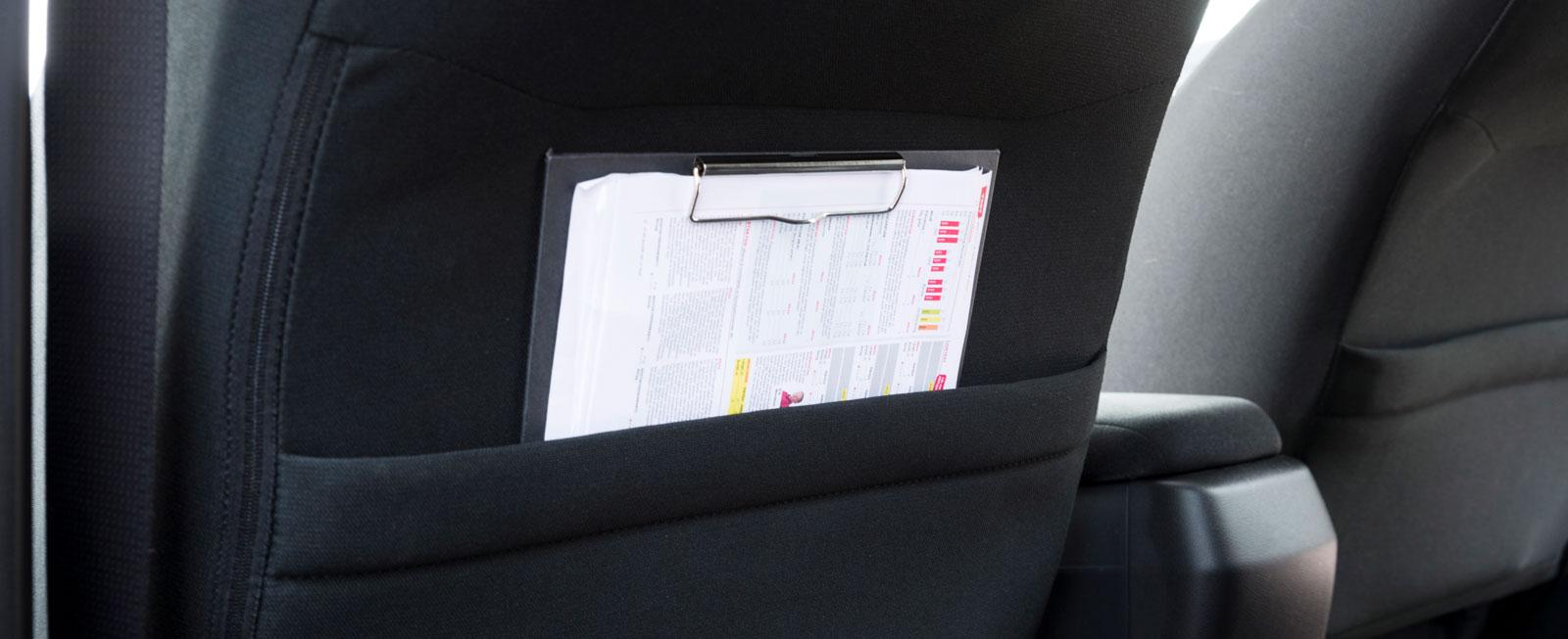 Praktisk ficka på baksidan av framstolarna finns endast till toppversionen Elegance. Dåligt beslut av Honda. Det borde gå att få redan i instegsversionen.