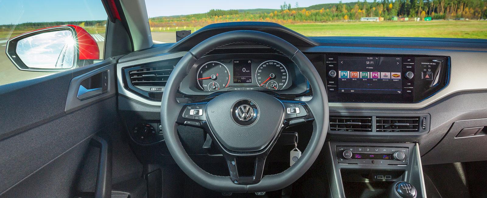 Förarmiljö typ VW. Här känner man igen sig, trots att det mesta är nytt. Förarstolen är bäst i test och samma sak gäller körsmidighet och mediesystem.