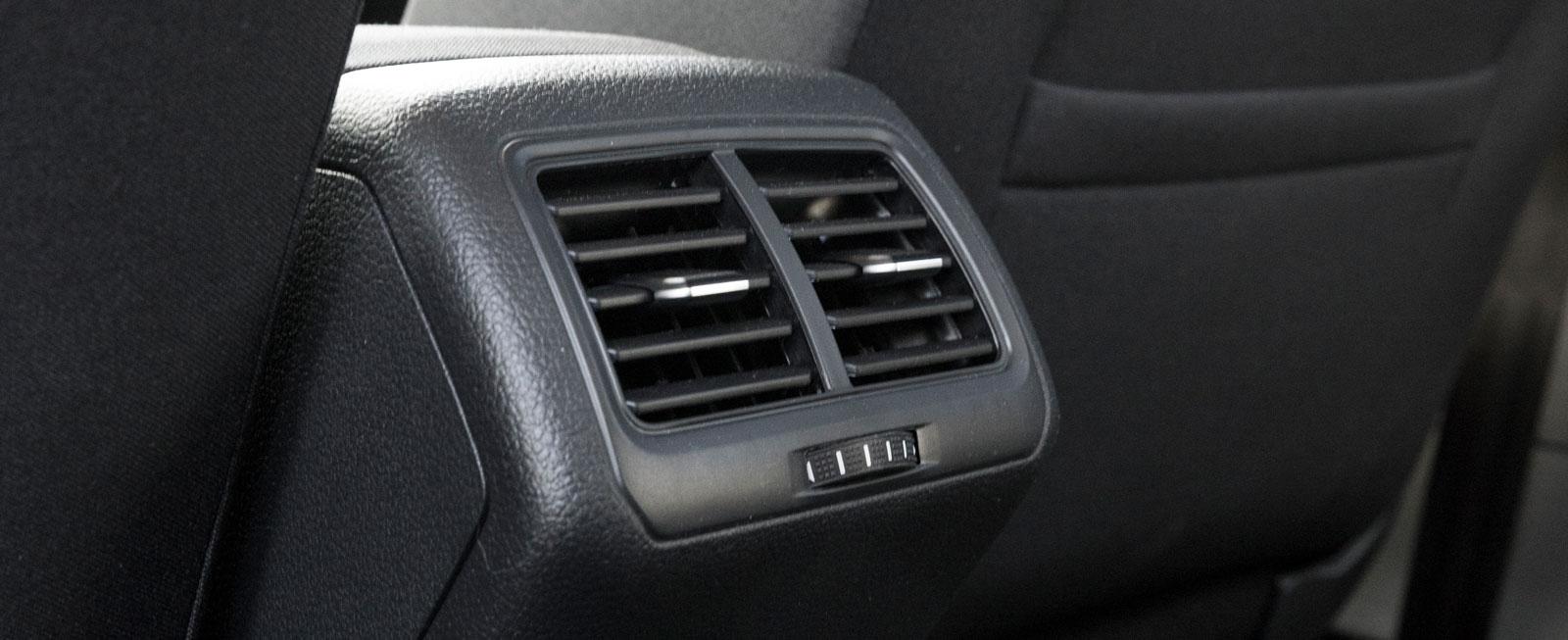 Reglerbar ventilation för passagerarna i baksätet finns bara i Golf.