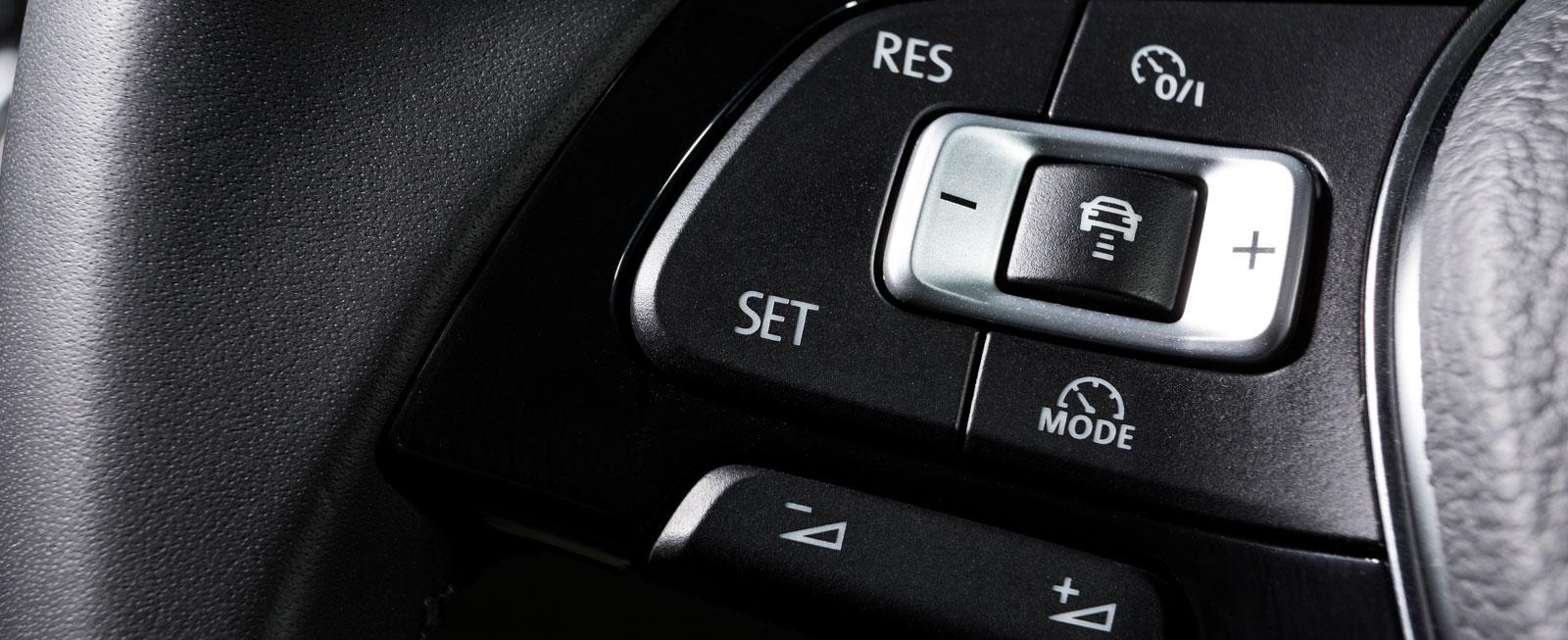 Testets bästa rattknappar – det är närmast omöjligt att hamna fel. Dessutom föredrog alla testförare att ha ljudanläggningens volymjustering på vänster sida av ratten.