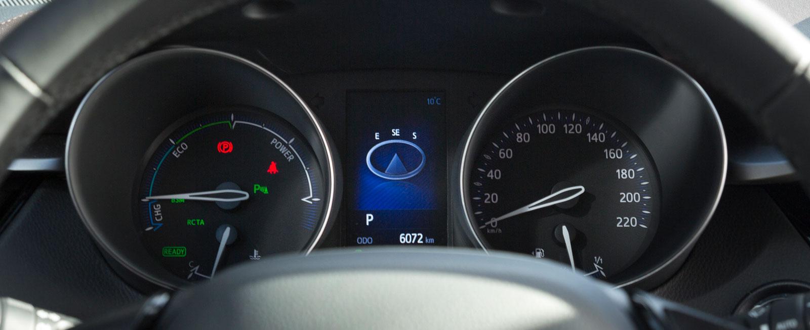 Varvräknaren har skippats i Toyotas djupa rundlar, till förmån för en mätare som visar energiförbrukning/-regenerering.