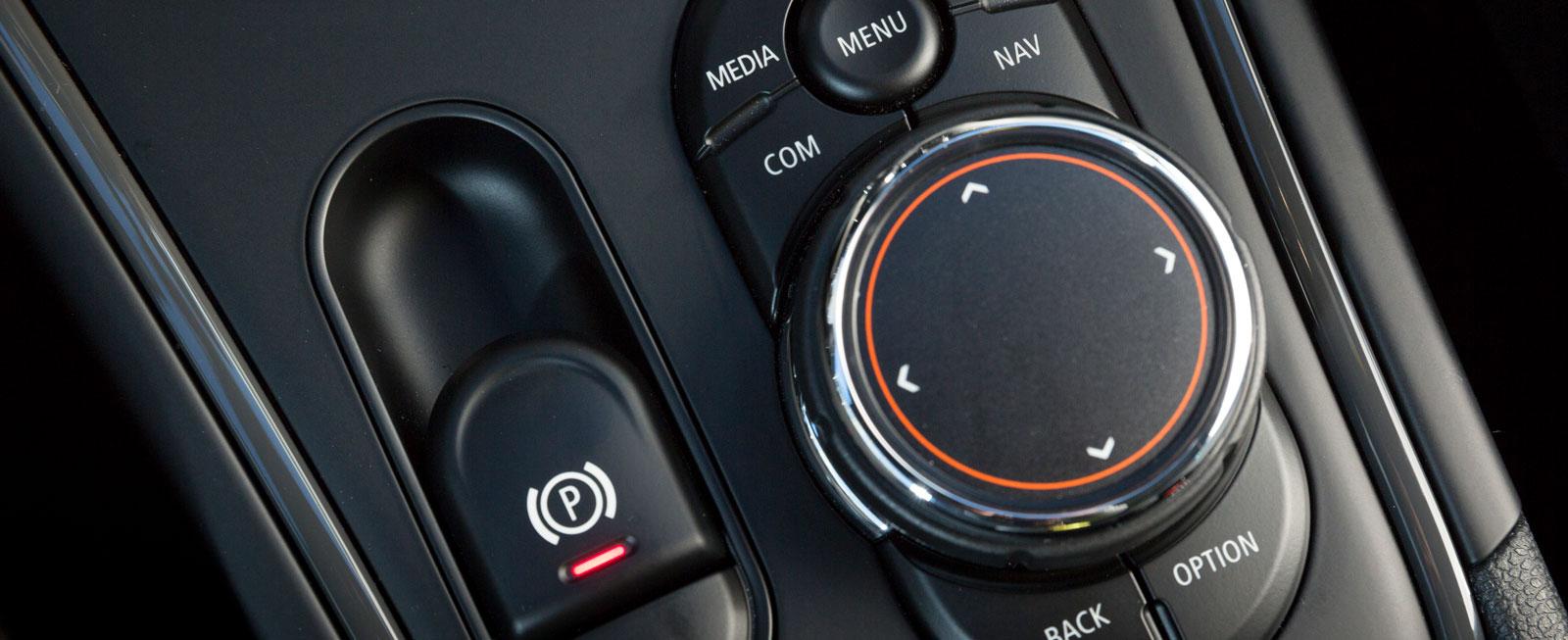 I grunden är detta förstås iDrive-funktioner som i vilken BMW som helst men även här har Minis designers fått leka.
