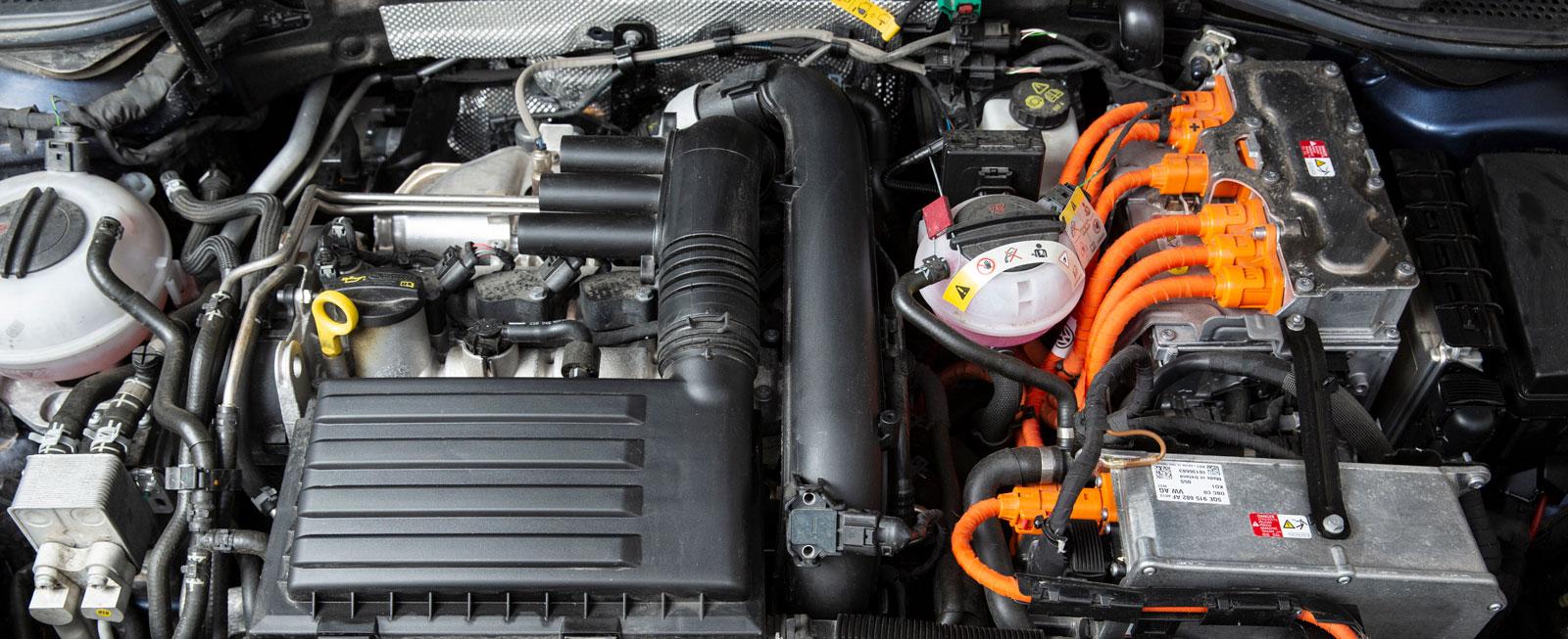 GTE har egentligen den bästa och mest komfortabla drivningen, med gott om extrastyrka och kvick omkörningsacceleration. Räckvidden på el är dock förhållandevis skral.