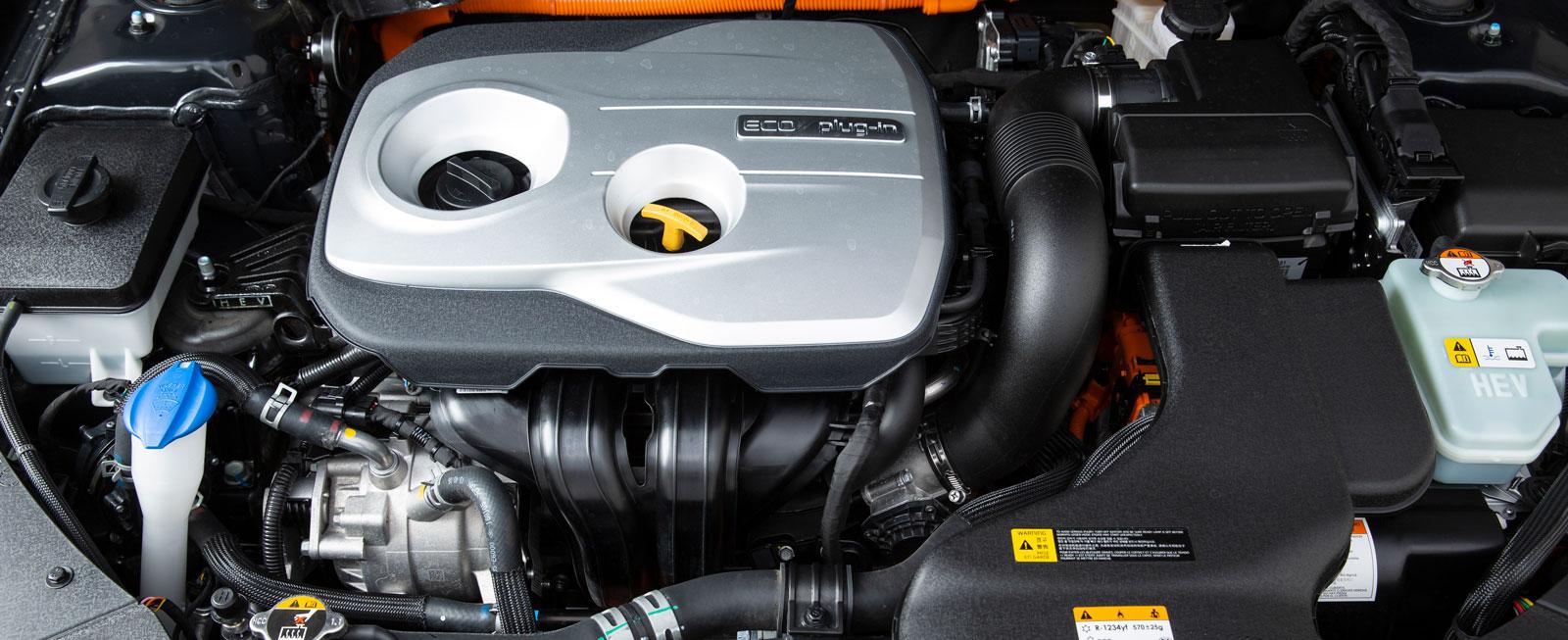 Drivningen fungerar smidigt men det märks att elmotorn är klenare än i Passat (67 hk mot 115) – bensinmotorn måste oftare gå in och stötta.