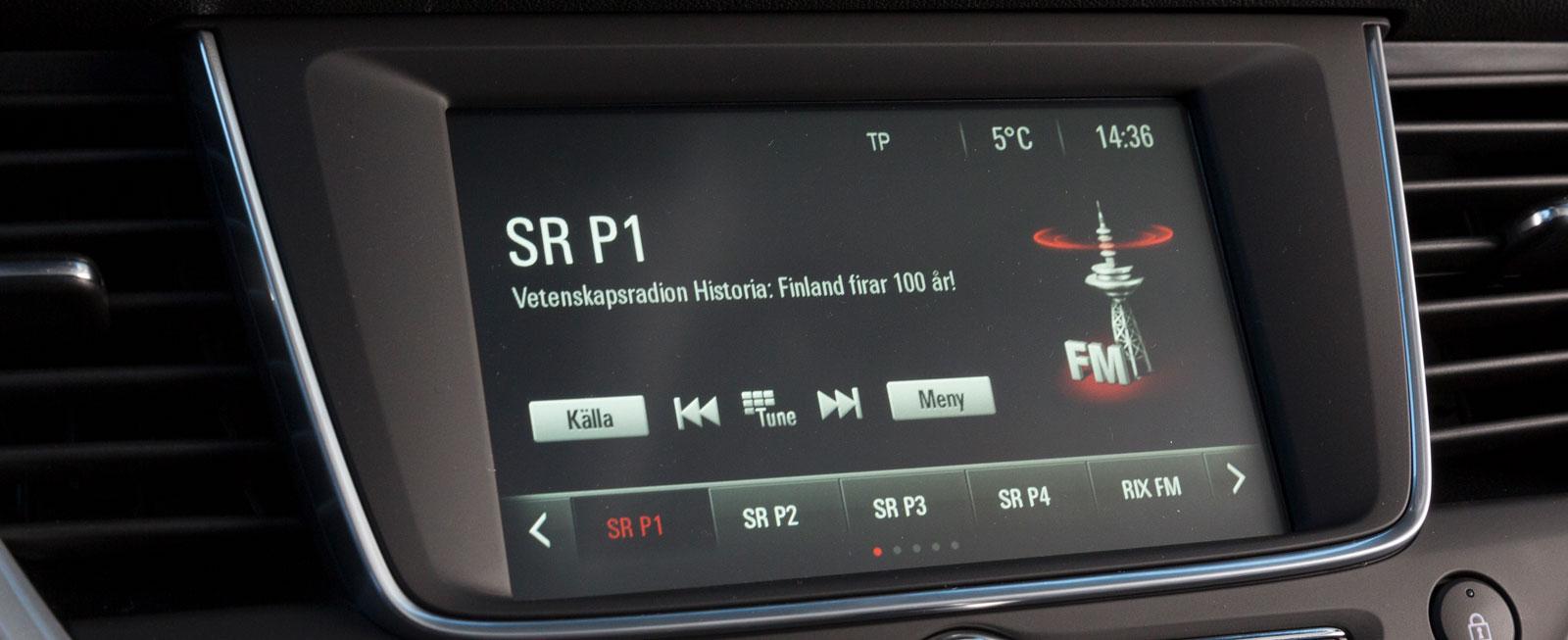 """Trots relativt stor menyskärm envisas Opel med små """"knappar"""" som gör menysystemet onödigt pilligt. Det blir tyvärr inte bättre i det dyrare utförandet."""