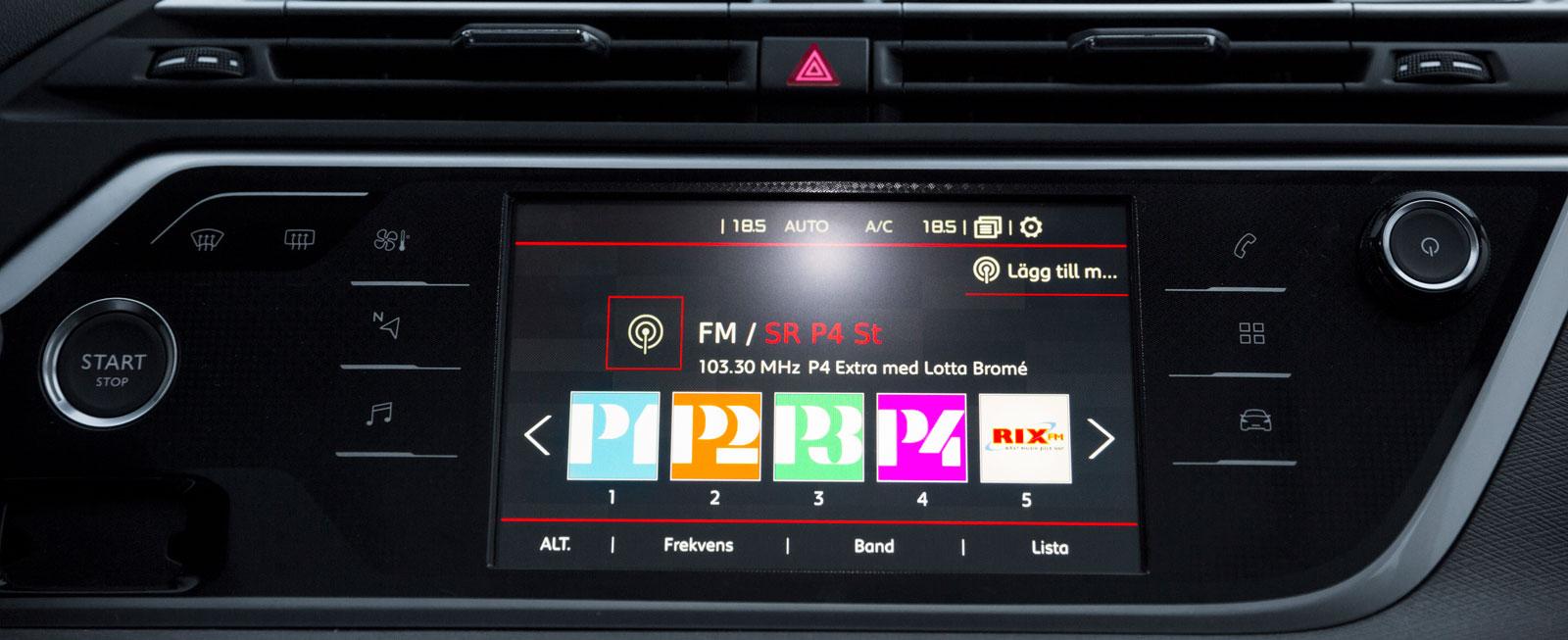 I Citroën styrs nästan alla funktioner via en pekskärm. Systemet är hyfsat snabbt, men klantig översättning till svenska irriterar. Vissa funktioner är svårfunna.