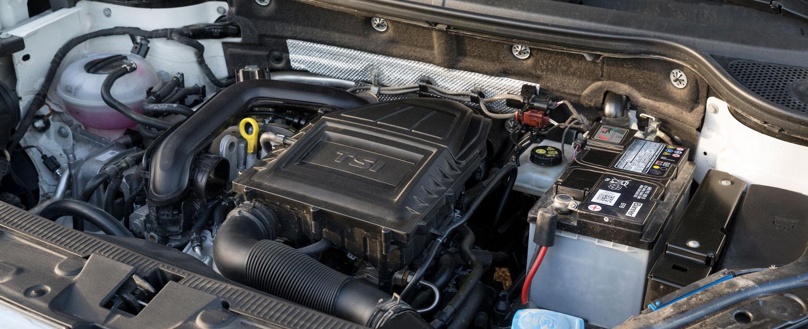 Den trecylindriga enlitersmotorn har mycket jämn gång och speciellt ljud. Låg förbrukning i jämn fart men under belastning kan törsten bli ganska hög.