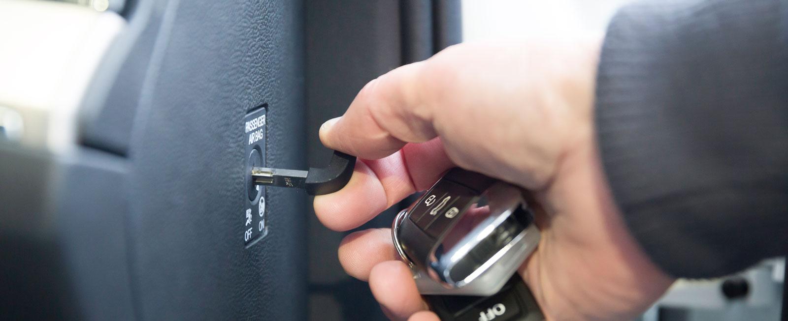 I Volkswagen kopplas passagerarkrockkudden ur med nyckel.