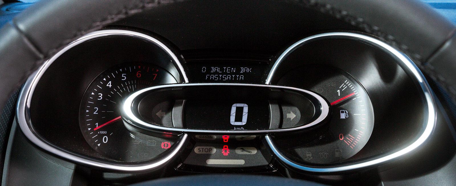 Renaults instrumenthus är närmast överdesignat och blir rent jobbigt att titta på i längden. Digital hastighetsmätare, jättestor tankmätare.