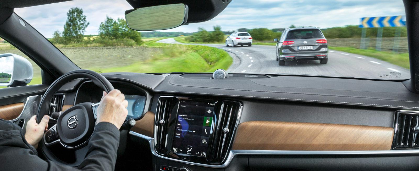 Volvos interiör håller en befriande egen stil och dessutom hög klass både funktionellt och estetiskt.