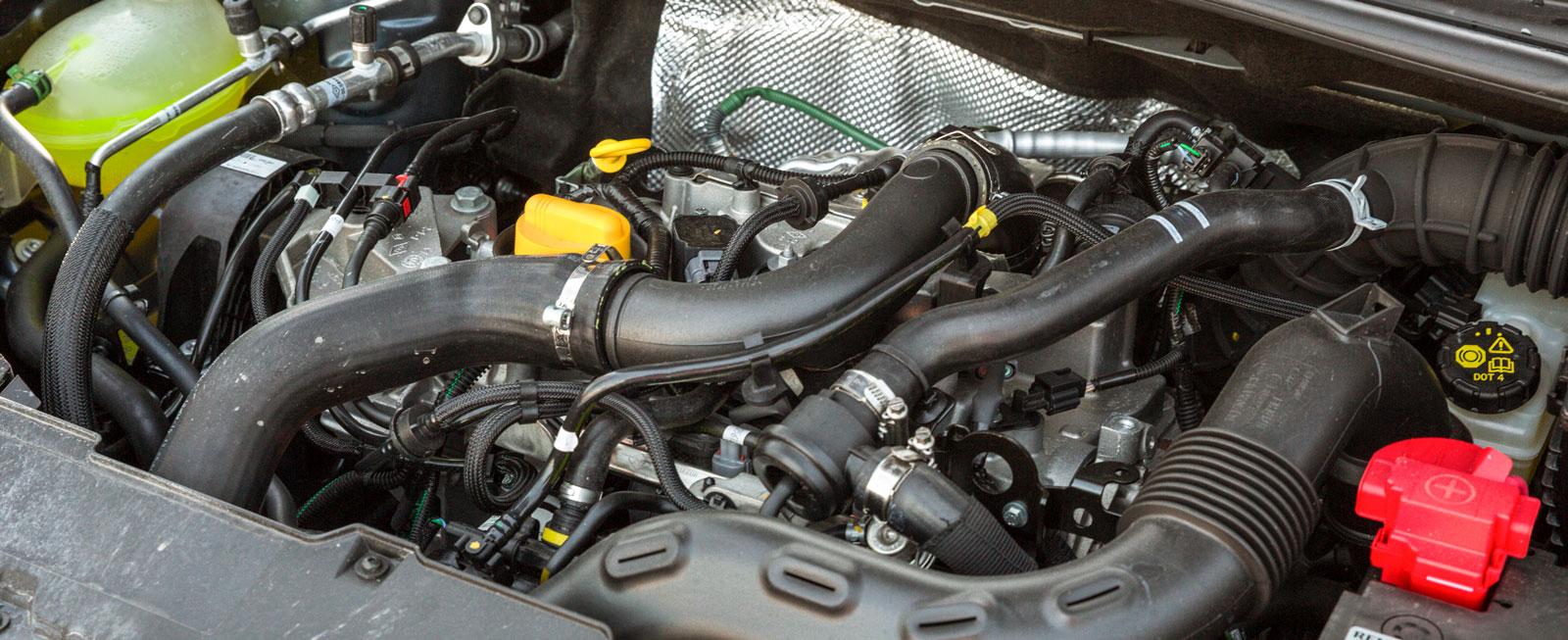 Karaktären i Renaults trecylindriga motor är snarlik den i C3, med undantag för att turboladdning dels ger bättre drag, dels något bättre ljuddämpning vid fullgas. En kul maskin, men med testets största törst.