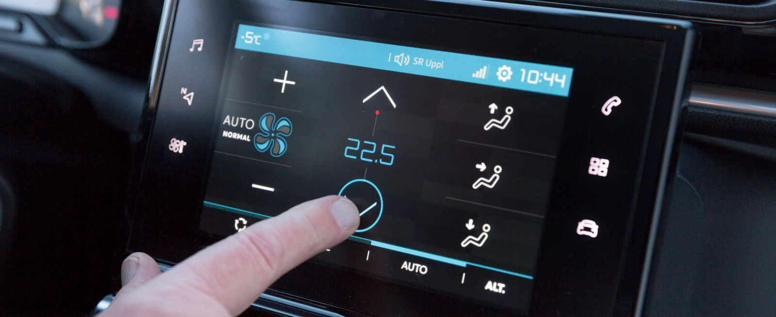 C3-systemet är en något enklare variant av det i andra Citroën. Plottriga och inte alltid logiska menyer gör det lätt att trycka fel eller hamna där man inte önskat.