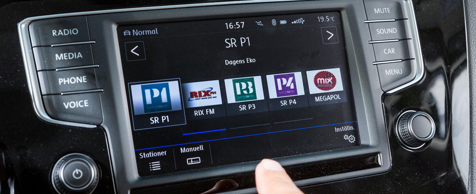 VW:s system är rakt igenom logiskt och testets enklaste att sköta. Till stora delar räcker det att använda de lättbegripliga knapparna på ratten.