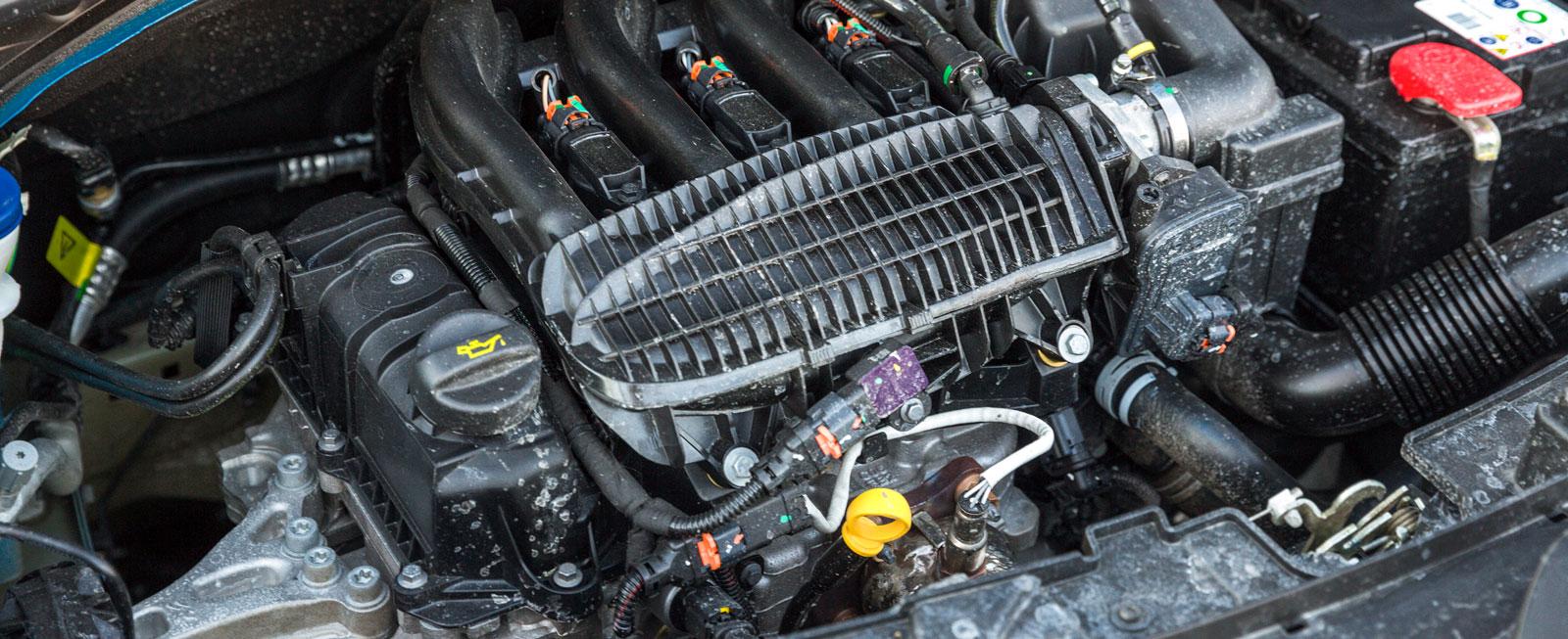 En lågmäld karaktär som på trecylind-riga motorers vis arbetar mycket jämnt. Finns också med turbo och ger då 110 hk – med testbilens 82 är det nätt och jämnt att effekten räcker för alla uppdrag. Men snål på dropparna är den i alla fall.