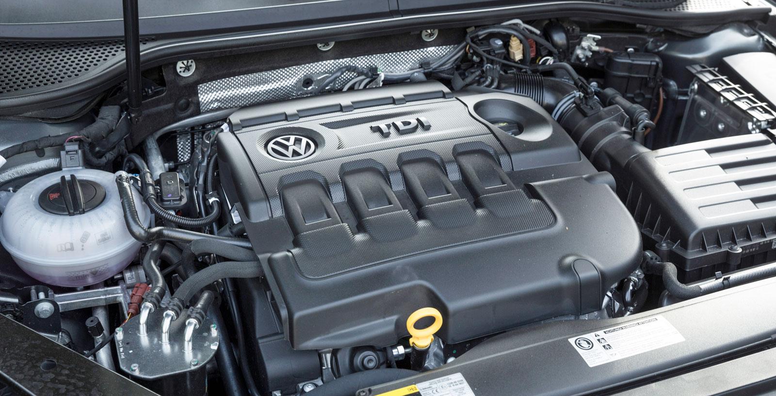 Volkswagens motor arbetar ganska hårt och hörs mer än BMW:s och Volvos. Men den har frisk karaktär och är snålast på dropparna i trion.
