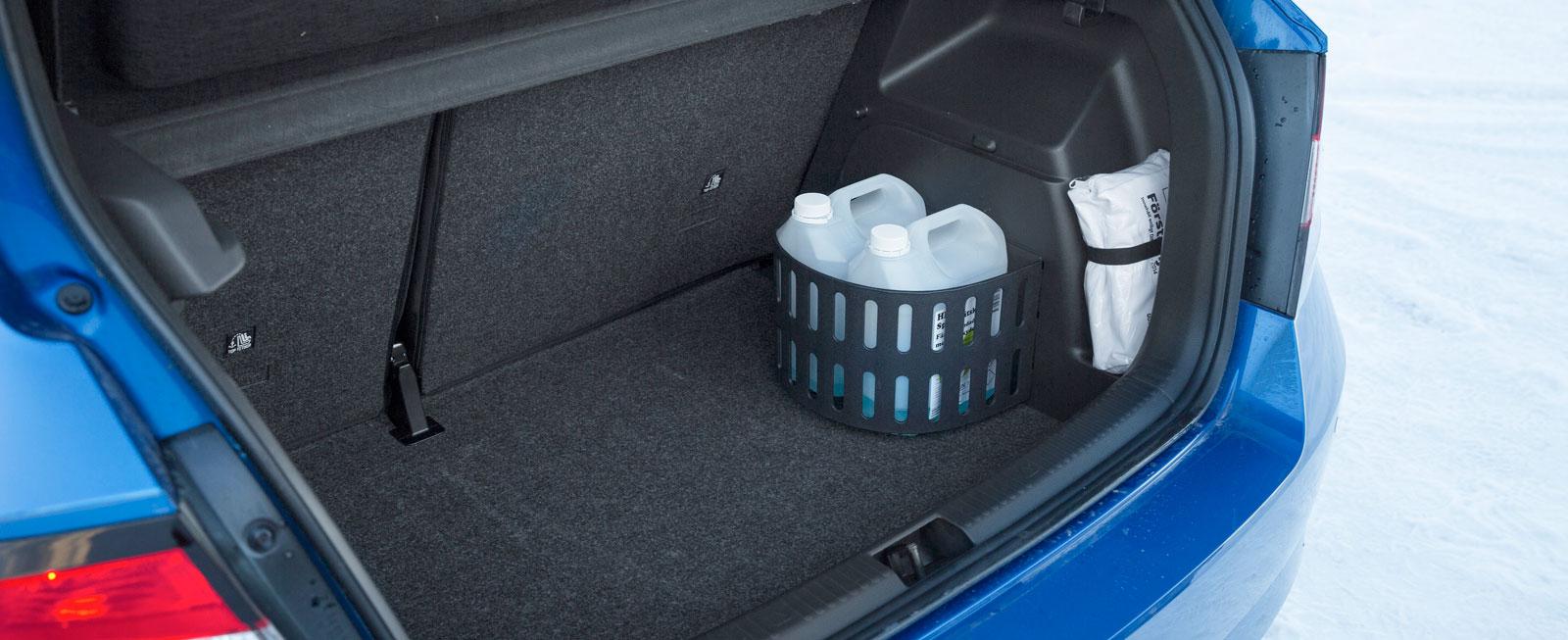 Skoda har det mest användbara och praktiska bagageutrymmet. Lasten kan enkelt avdelas och hållas på plats med ett finurlig och flyttbart plastgaller.