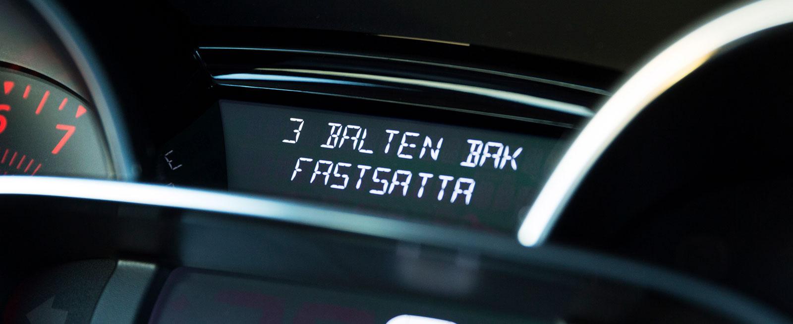 I Renault anges bältesläget i baksätet tydligt framför föraren.