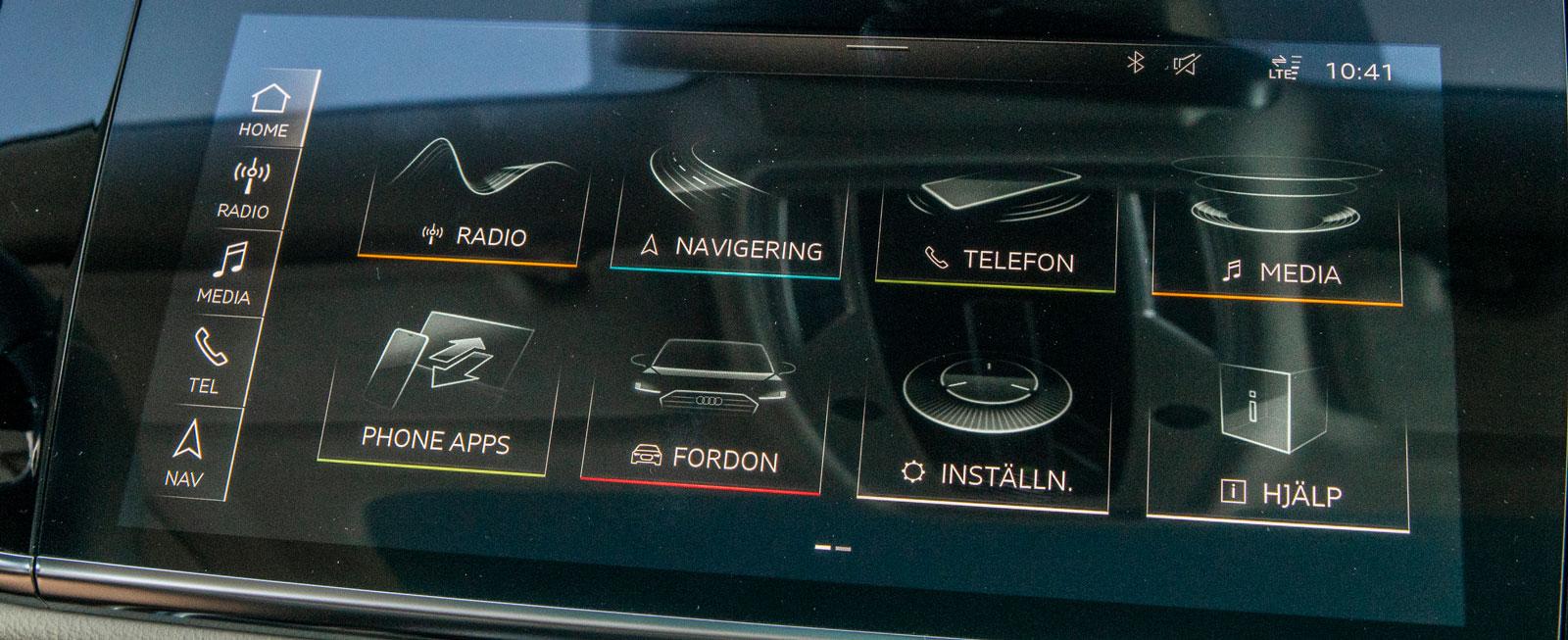 """Audis nya avancerade mediesystem styrs via en lättanvänd och intuitiv pekskärm, den bästa vi provat hittills. Även röststyrningen, håller hög klass, det går att """"prata"""" naturligt med bilen."""