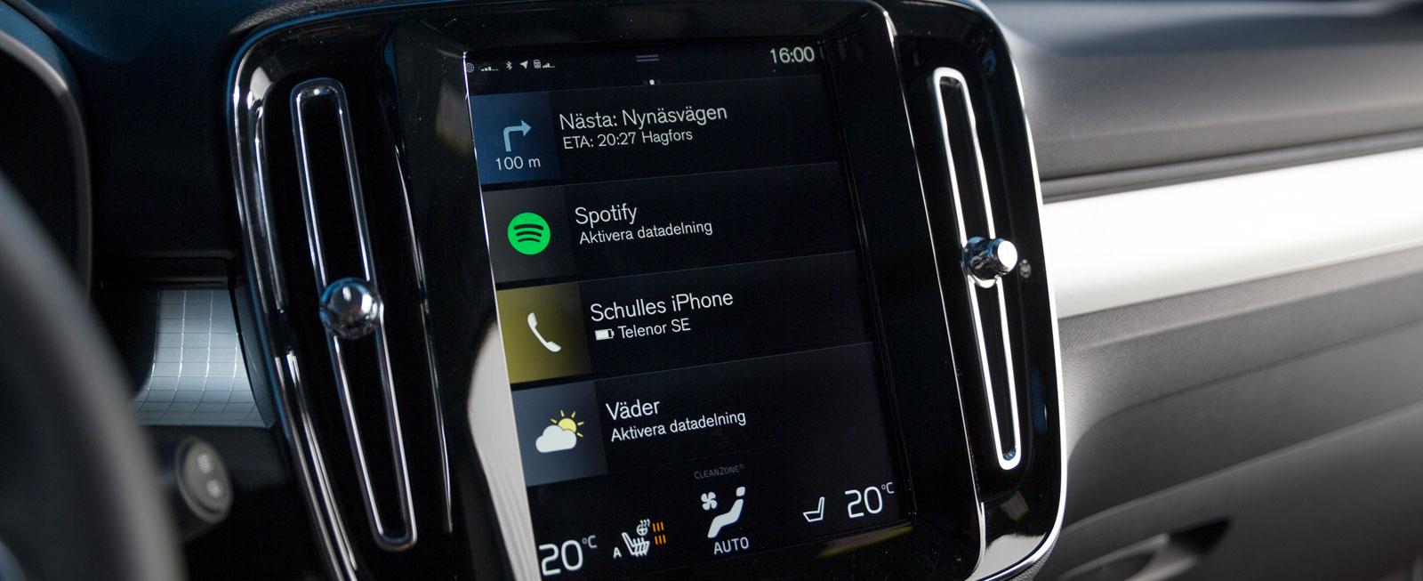 Sensus-systemet är i grunden logiskt, men pekskärmen kräver viss tillvänjning innan allt löper smärtfritt. Plus för bra röststyrning och att skärmen kan skötas med handskarna på.