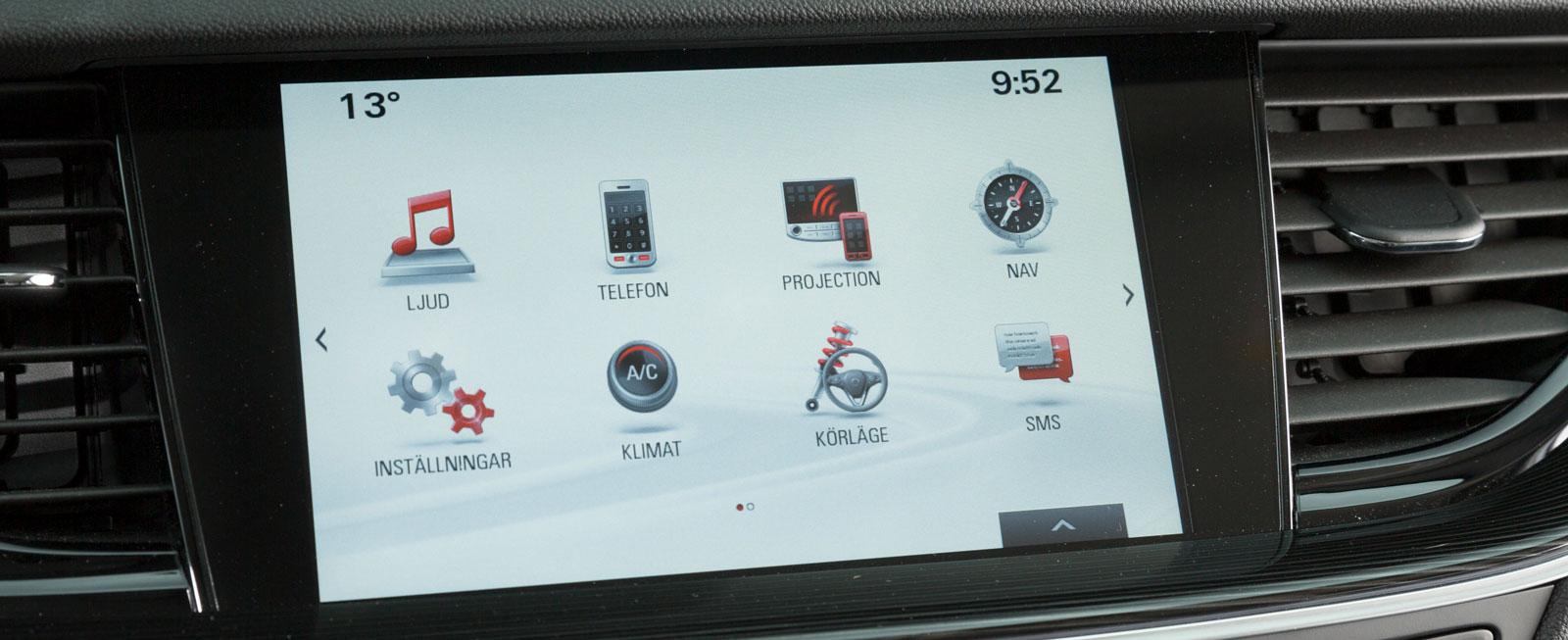 Även Opels skärm reagerar snabbt och systemet är dessutom hyfsat lätt att komma underfund med. Rattmanövreringen fungerar betydligt smidigare än i Ford.