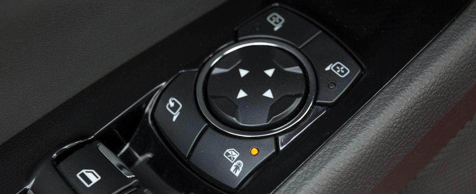 I Ford kan bakdörrarnas barnsäkerhetslås aktiveras elektriskt.