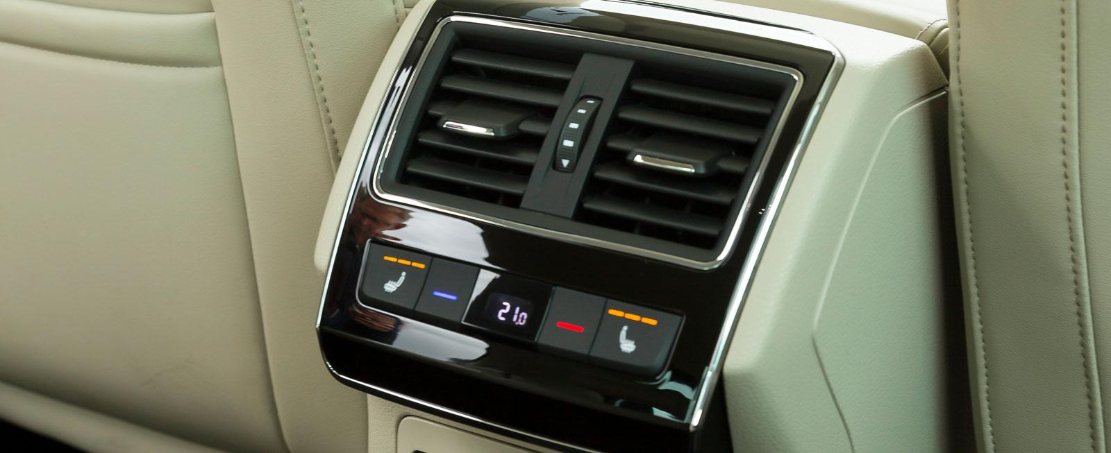 230 V-uttag och elvärmt baksäte kostar 3600 kr extra. Klimatanläggning bak är standard.