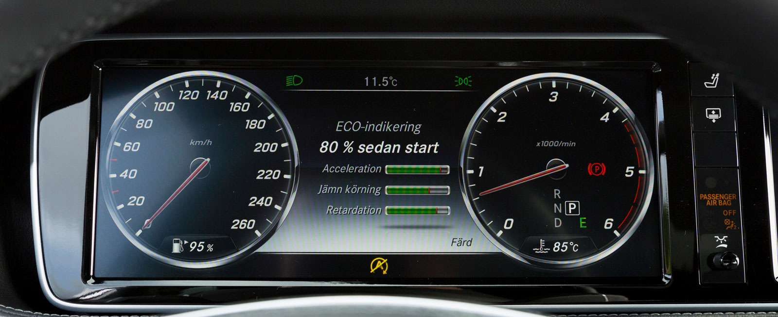 Bra och tydlig digital mätartavla, men med färre finesser än BMW och Tesla.