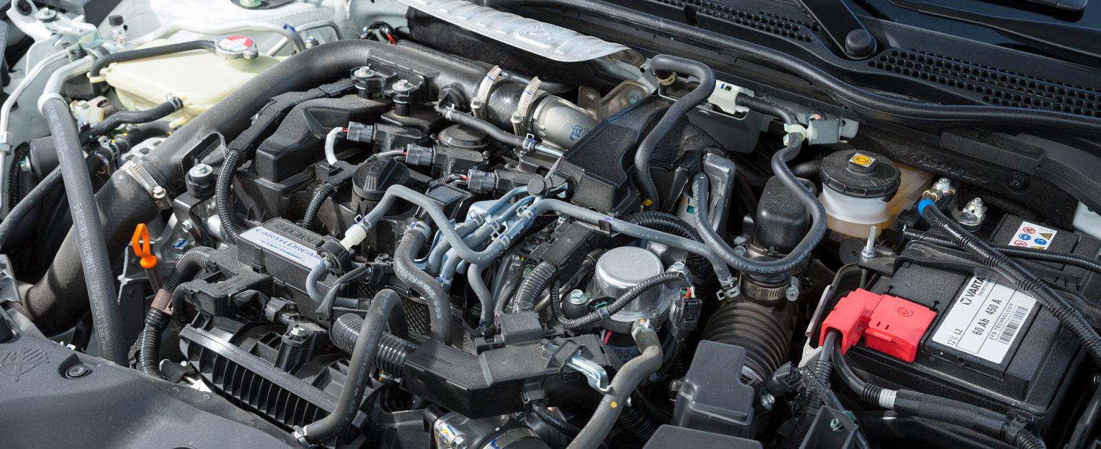 Enlitersmotorn ger hela 129 hk och har trevlig karaktär både vid normalkörning och när den pressas. Men riktigt lika snål som Skodas är den inte.