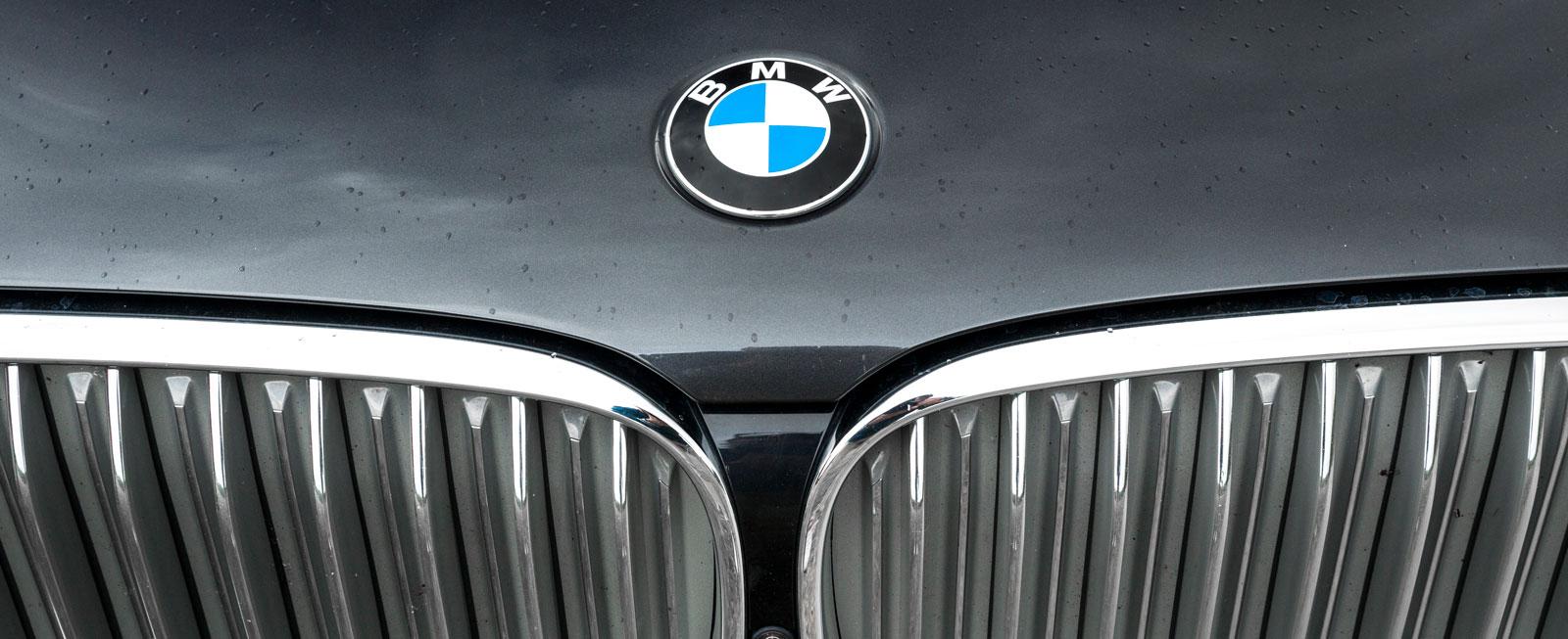 Kylargardinen är tillbaka. BMW:s grill öppnas eller stängs beroende på motorns ansträngning.