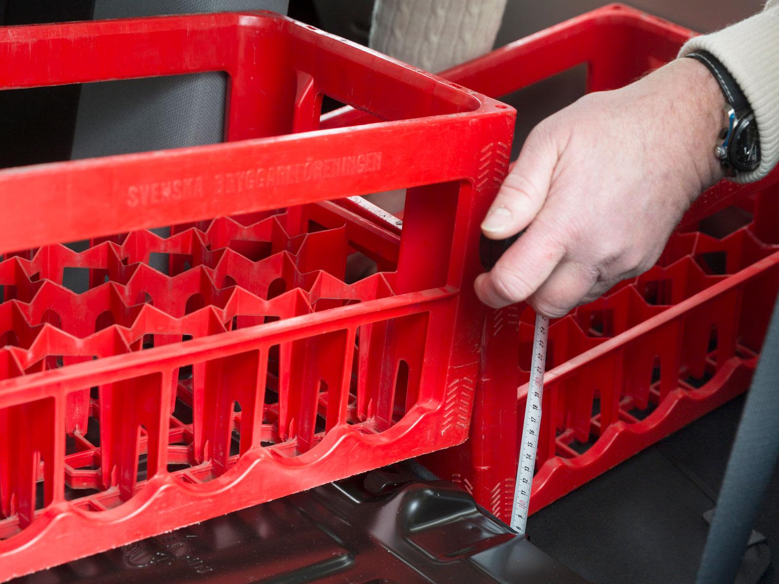 Vid fällning av ryggstödet i Aygo blir inte lastutrymmet plant. Det är en anledning till att lastvolymen är minst av de tre.