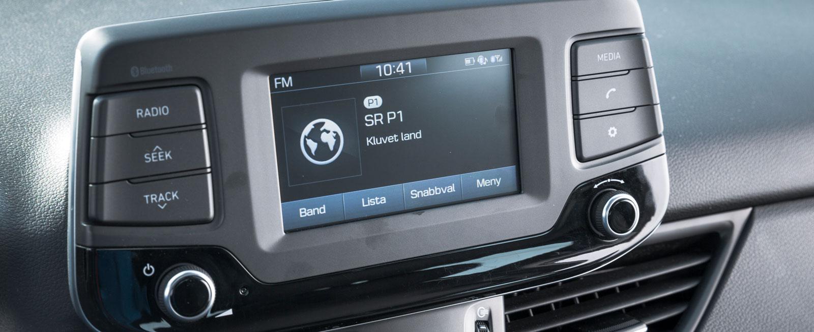 Testbilen var utrustad med standardsystemet utan särskilda finesser eller navigator. Mycket enkelt att sköta men skärmen är ganska liten.