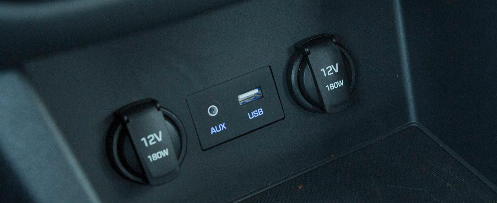 Hyundai (och systermärket Kia) brukar ha bra ordning på kontakter och uttag för diverse apparater – nya i30 är inget undantag.