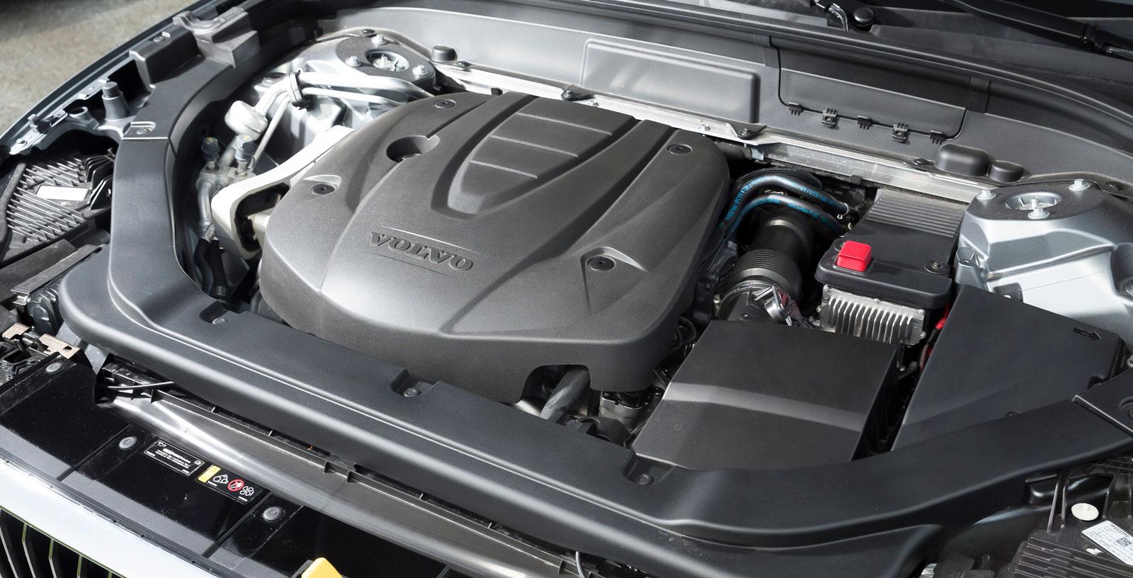 Volvos alerta motor håller jämna steg med konkurrenternas i alla viktiga moment men har en något mer oborstad ton på fullgas.