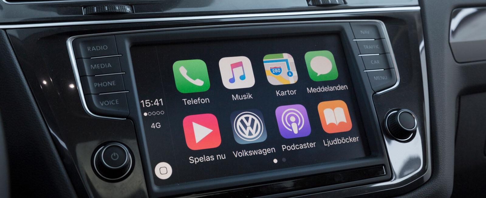 Tiguan har navigation via mobiltelefon (Apple Car Play). Vår GT var extrautrustad med bland annat Discover Pro. Karta och vägledning i instrumenteringen är bra!