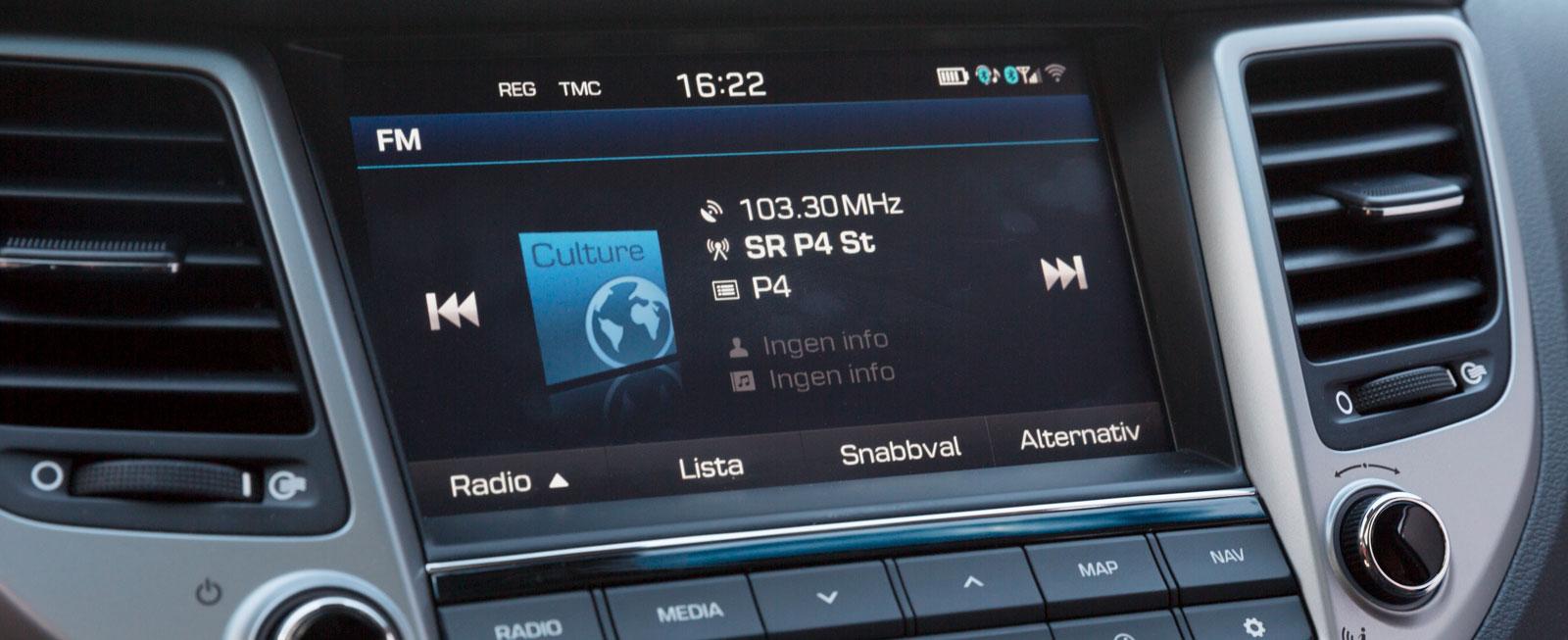 I Tucson Premium ingår en åttatums-display med navigationssystem, skyltavläsning och backkamera. Standard är 3,8 tum. TomTom Live-tjänst med trafikinfo ingår.