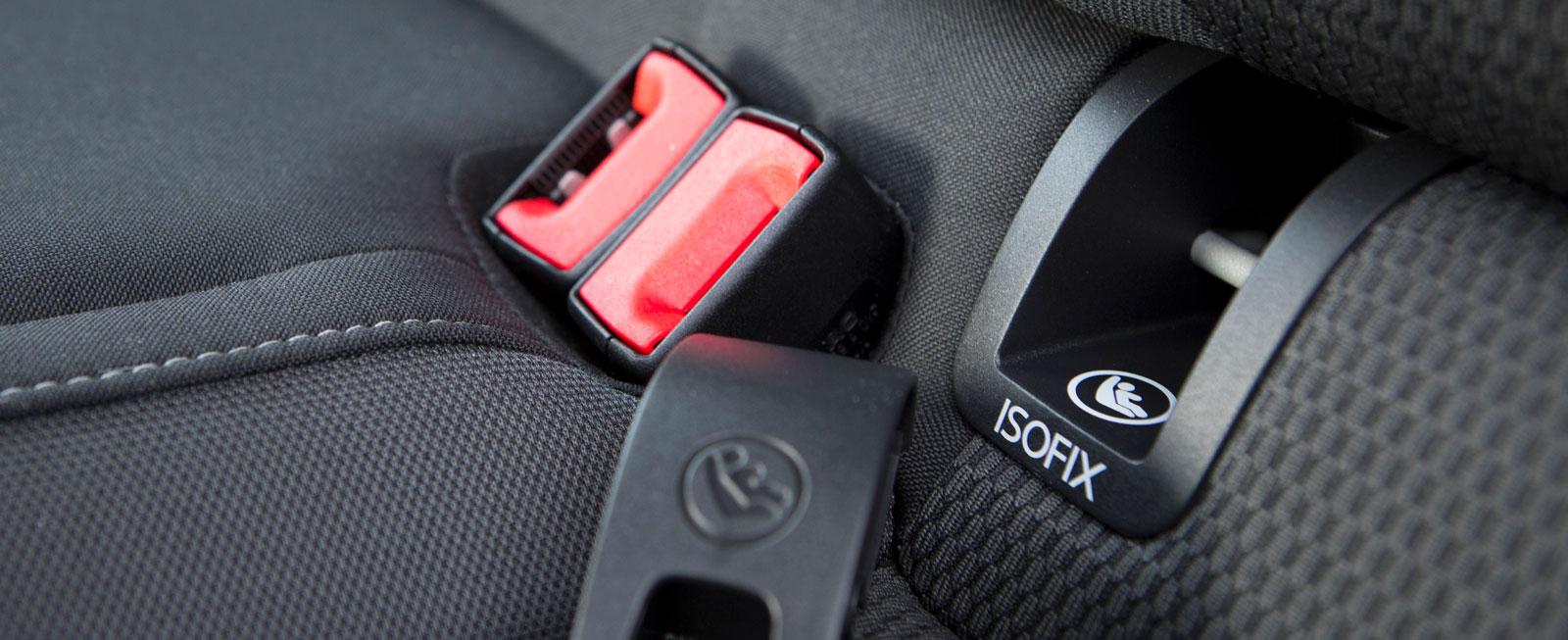 I Volkswagen är Isofix-fästena för barnstol bak lätta att använda.