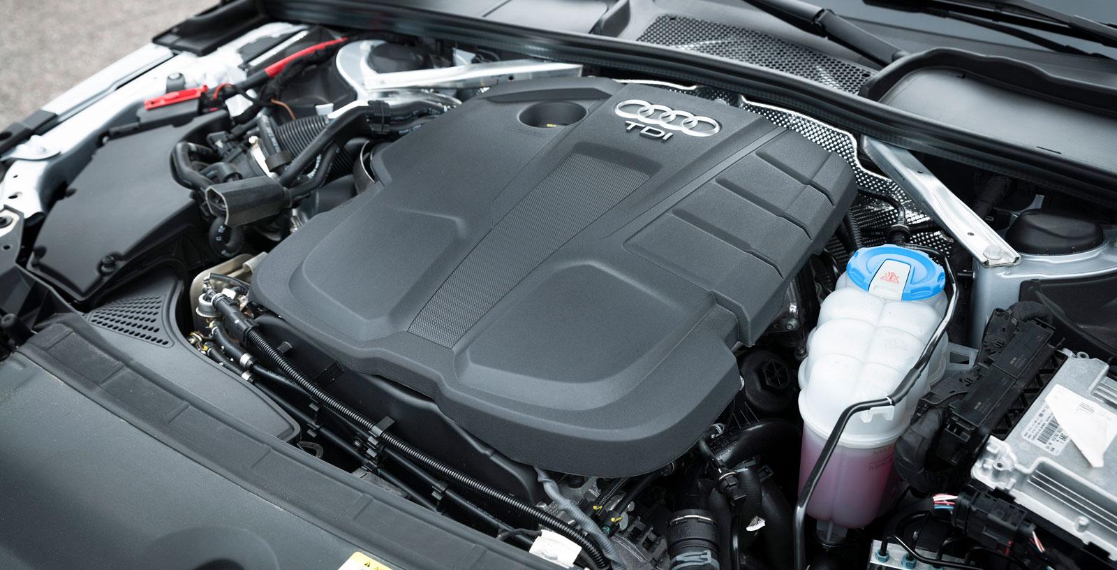 Audis dieselfyra är förstås den samma som i VW men längsmonterad. Stark och snål i alla lägen och till skillnad från VW är samarbetet med DSG-lådan utmärkt avstämt och motorljudet under belastning klart lägre.