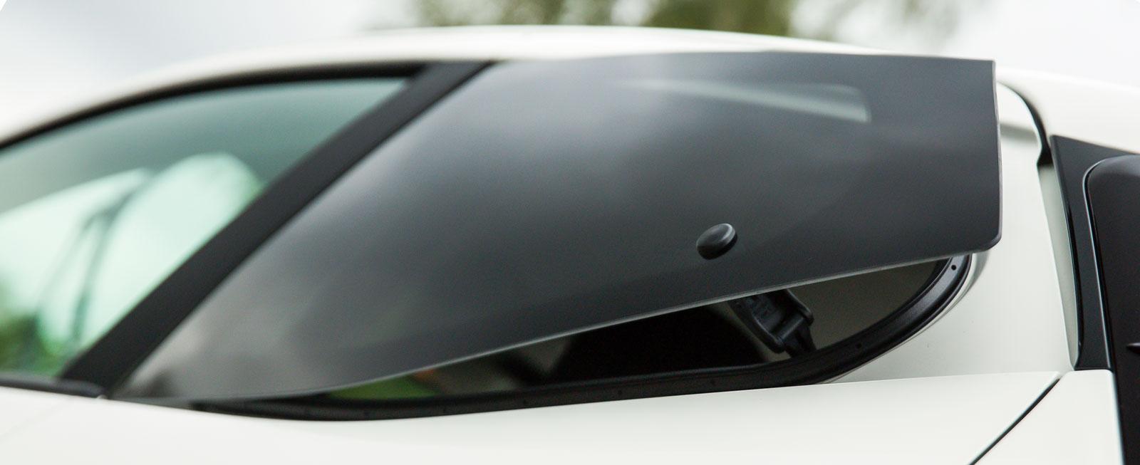 Aygos bakrutor kan inte vevas ned, utan enbart öppnas i bakkant. Samma lösning finns för övrigt på VW Up.