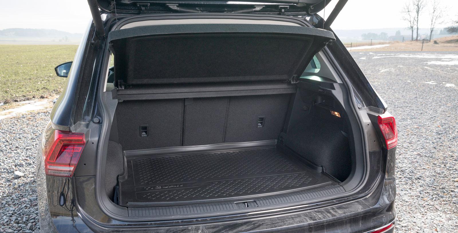 VW är cirka 20 centimeter kortare än Kia och Skoda och lastutrymmet inte lika stort – men varje centimeter är väl utnyttjad och ryggstödet bak är tredelat också här. Som mest fick vi in 29 backar.