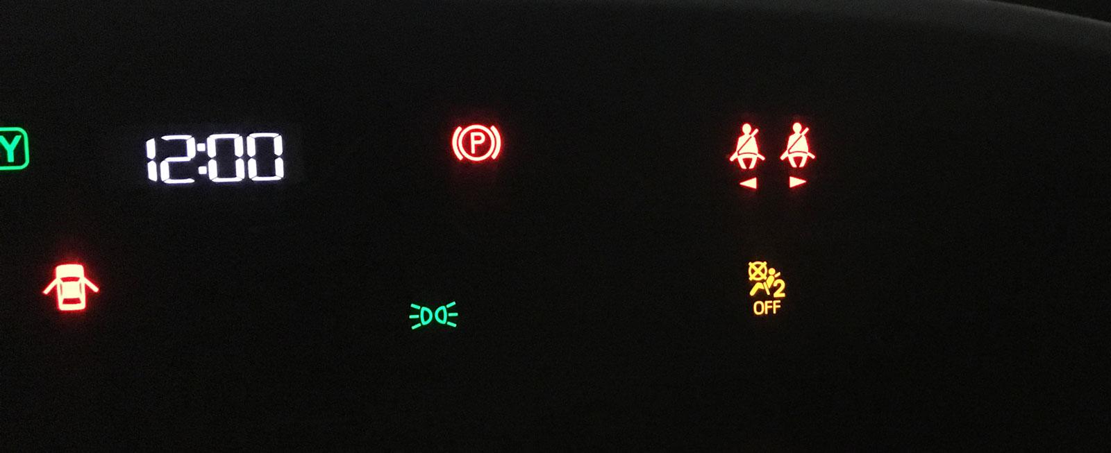 Symbolerna till Toyotas tvåsitsiga baksäte är långt från föraren.