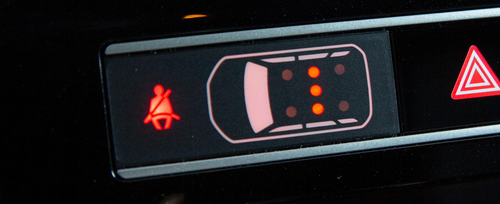 I Mitsubishi finns sju bälteslampor för de maximalt fem åkande.