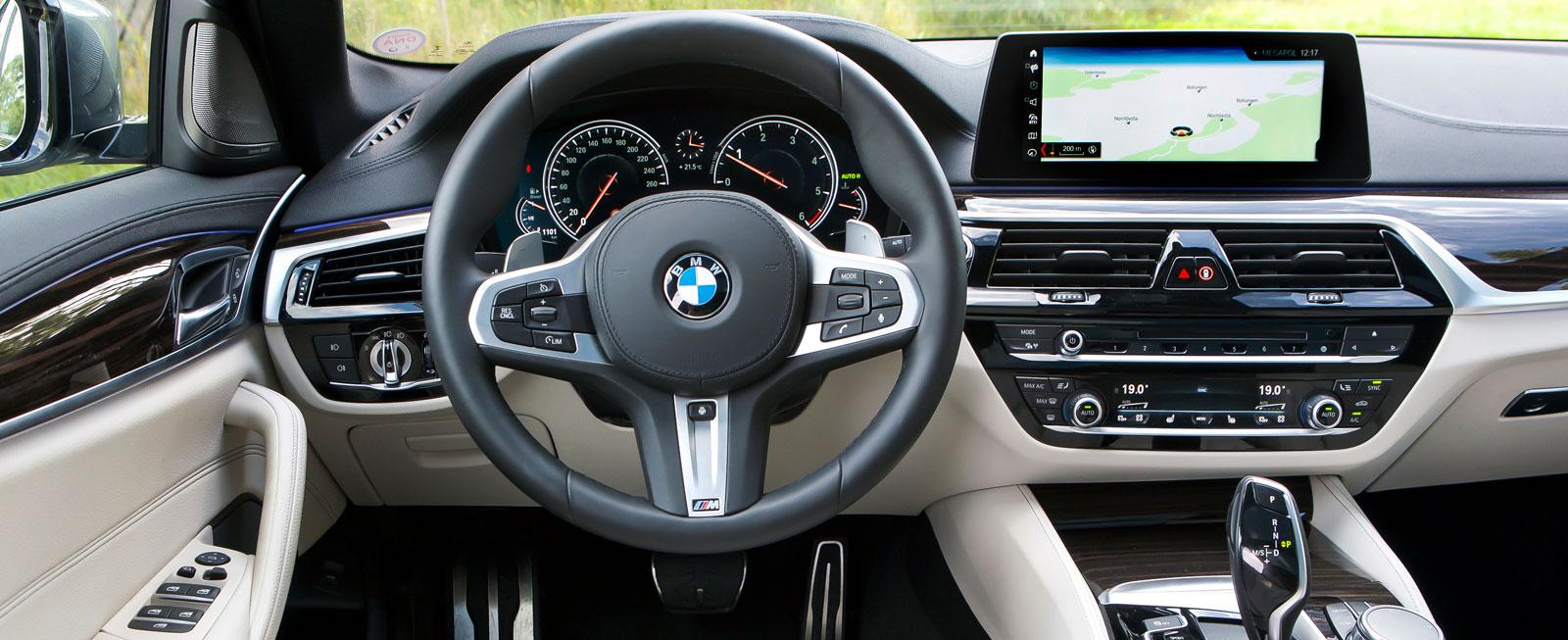 Ren lyxkänsla, lättskött och suverän detaljfinish, men knappast revolutionerande design – i senaste 5-serien känner BMW-föraren snabbt igen sig.