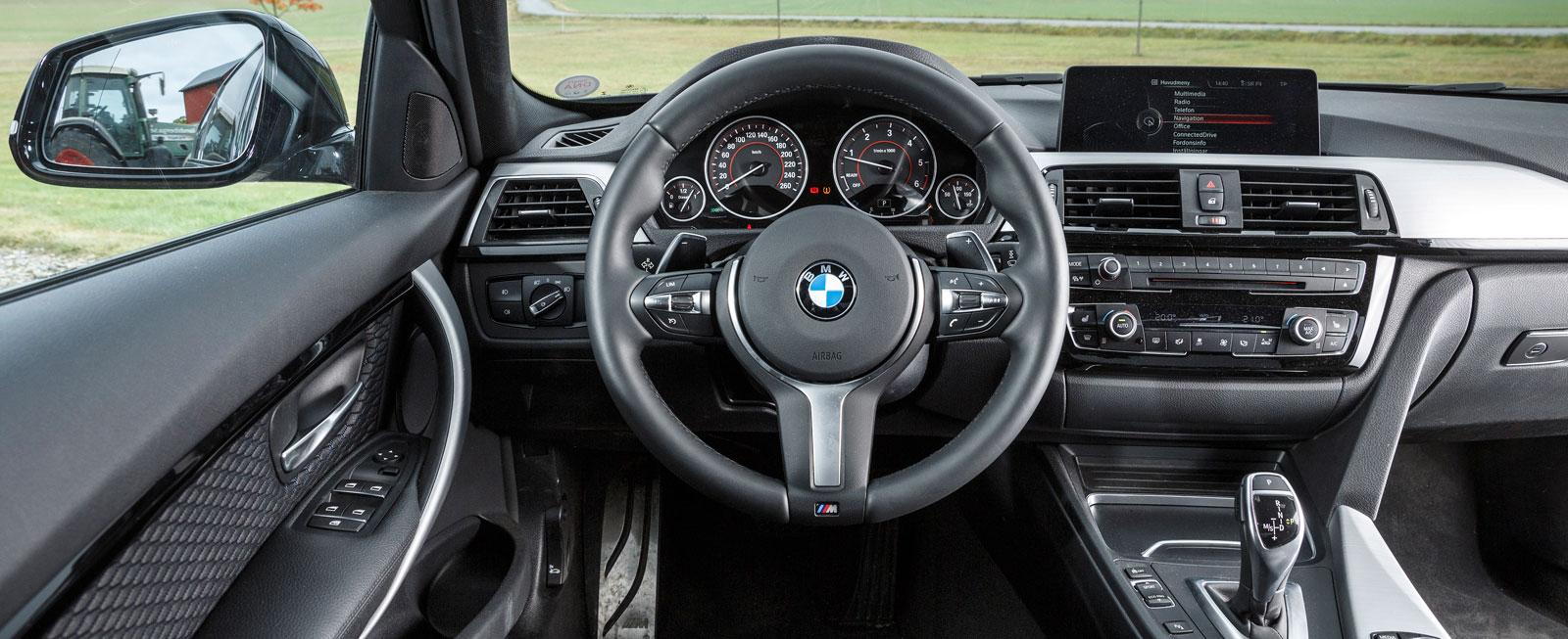 BMW, liksom. Uppläggningen och designen ändras måttligt mellan generationerna, ergonomi, finish och materialval håller utmärkt klass.