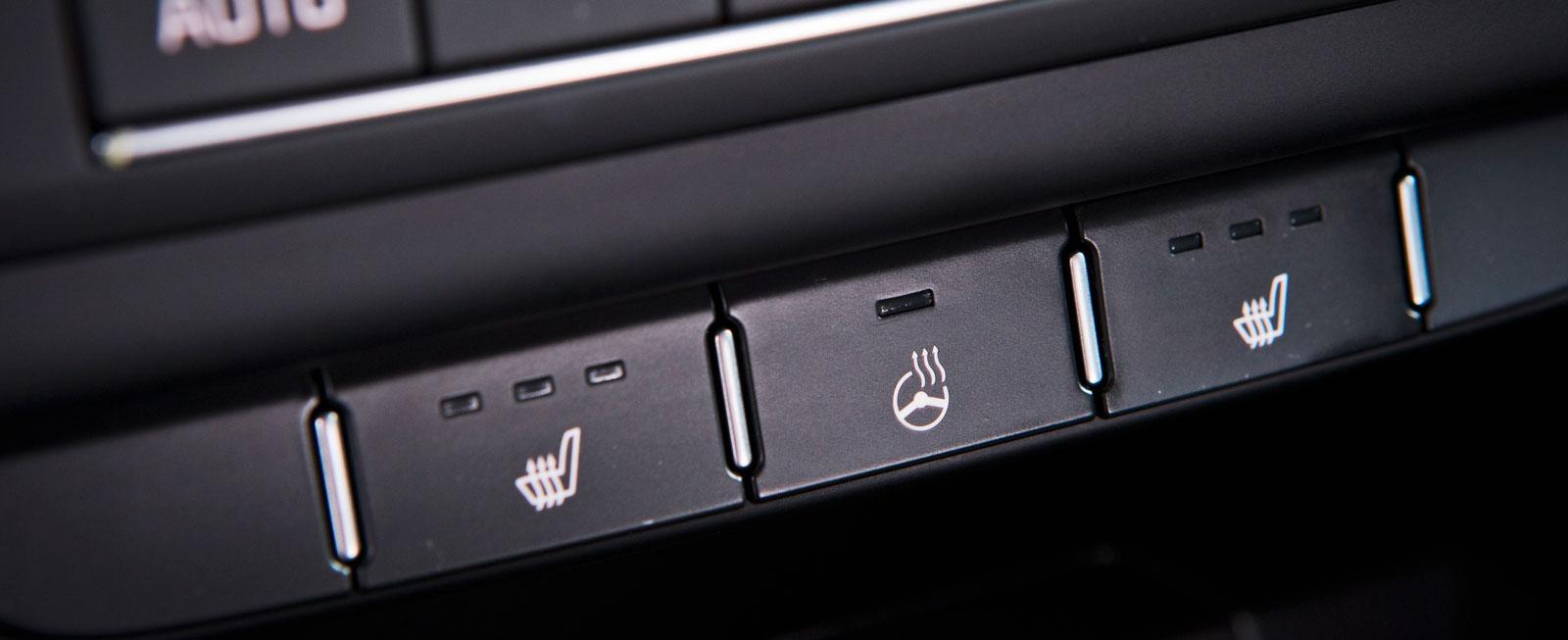 Rattvärme är standard i Kia, men kostar extra till både Ford och Volkswagen.